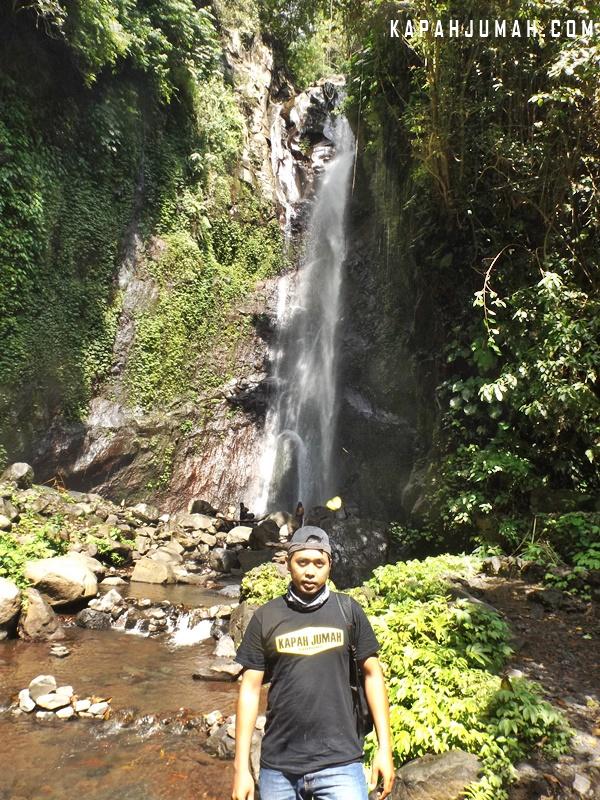 Air Terjun Yeh Mampeh di Desa Les Buleleng