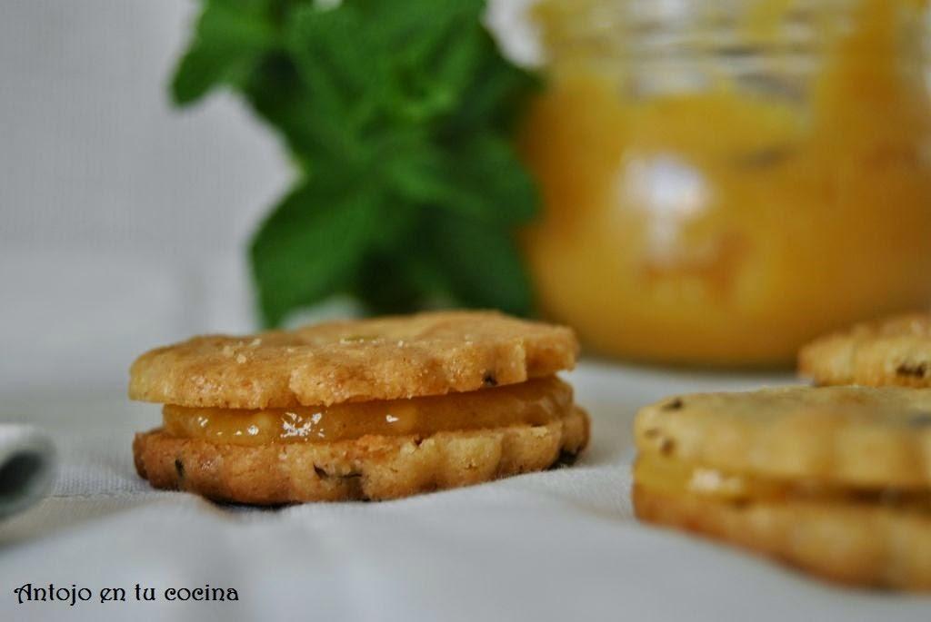 Galletas de hierbabuena rellenas de limón