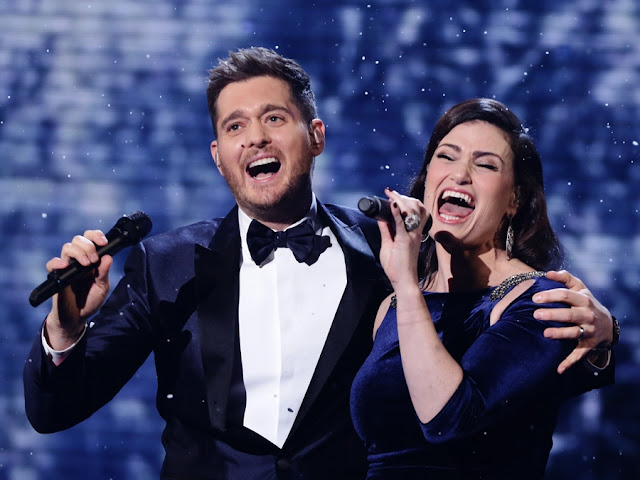 Video: Idina Menzel & Michael Bublé - Baby It's Cold Outside