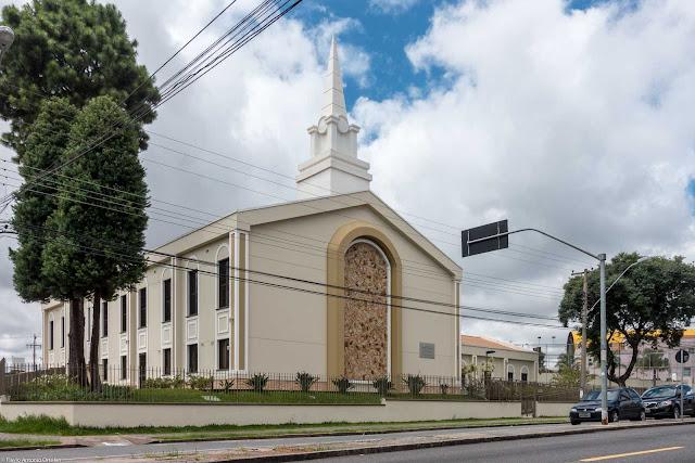 Prédio da Igreja de Jesus Cristo dos Últimos localizado na Avenida Paraná, 3800, no Tingui.