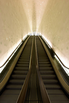 The entrance escalator, Elbphilarmonie (Photo © Michael Zapf)