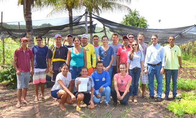 Prefeitura de São Desidério em parceria com ABAPA doa kits de irrigação a produtores do município