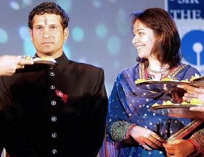 Cute Smile Sachin And His Wife Anjali Tendulkar Wallpapers