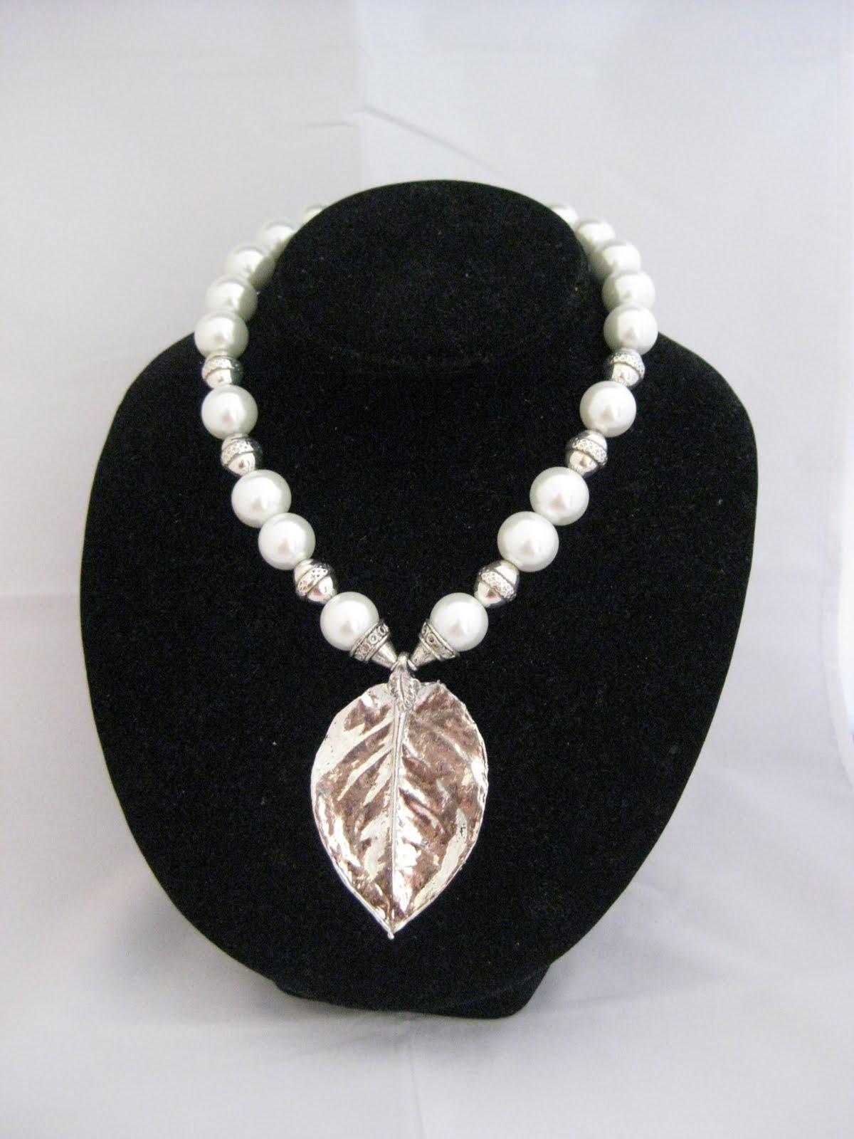 fcbf47f57bd9 C06114 Collar Perlas y Hoja +Aretes. RD  1