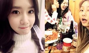 Sao Hàn 2/12: Yoon Ah mắt to tròn cute, Soyu - Dasom thân mật hôn má