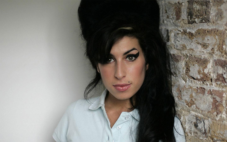 https://4.bp.blogspot.com/-LvQ5VOuNbNc/Te5DizkUgmI/AAAAAAAADEE/8PxrJc_XRyM/s1600/Amy+Winehouse.jpg