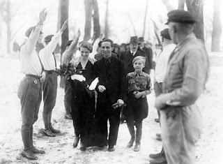Boda de Magda y Joseph Goebbels con Hitler como padrino
