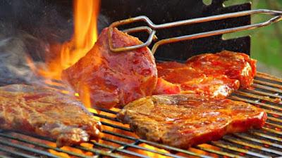 Τα 3 ΣΟΒΑΡΑ και ΕΠΙΚΙΝΔΥΝΑ λάθη που κάνουμε όταν ψήνουμε κρέας