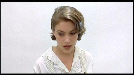 Alyssa Milano Embrace of the Vampire 1995 movieloversreviews.filminspector.com