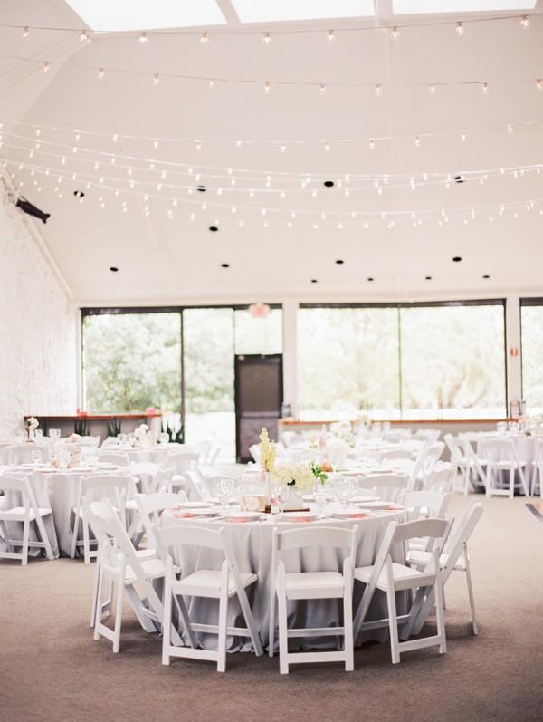 salon de boda decorado con cortinas de luces chicanddeco