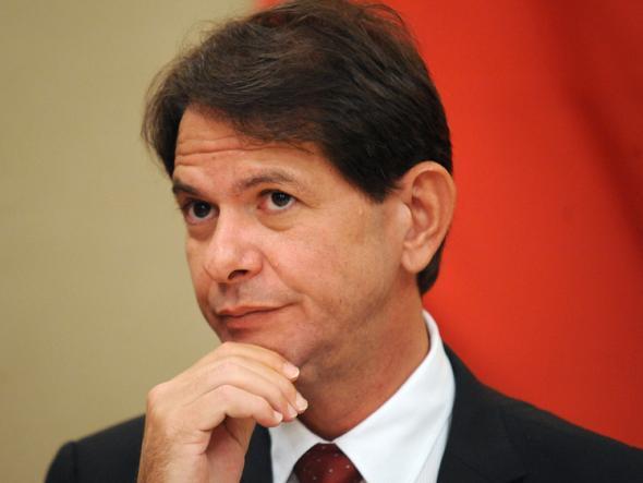Juiz aceita denúncia contra Cid Gomes