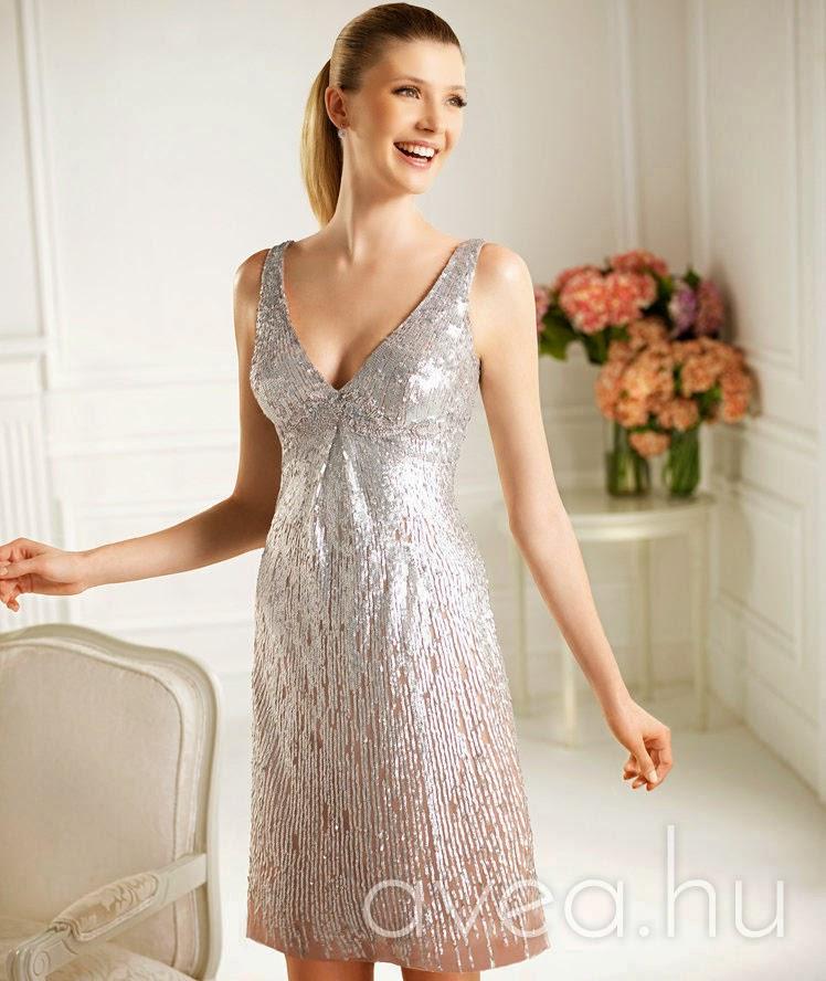 20 év felett bármilyen csinosabb nyári ruha megteszi. 30 felett egy alkalmi  ruha boleróval 8979470b70