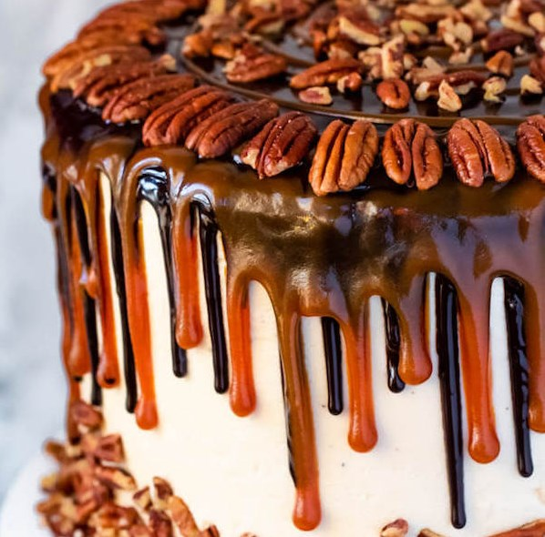 TURTLE CHOCOLATE LAYER CAKE #dessert #caramel