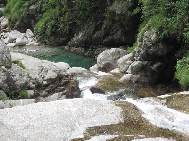 himalyan waterfall