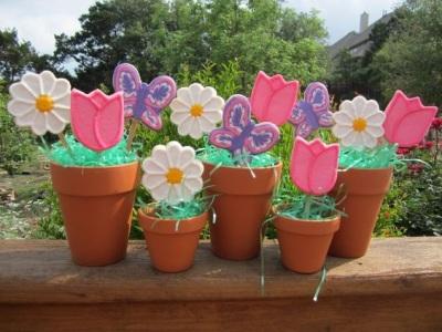 Kue bunga ini cocok menjadi hadiah buatan sendiri untuk Hari Ibu, cocok juga untuk merayakan hari istimewa lain.
