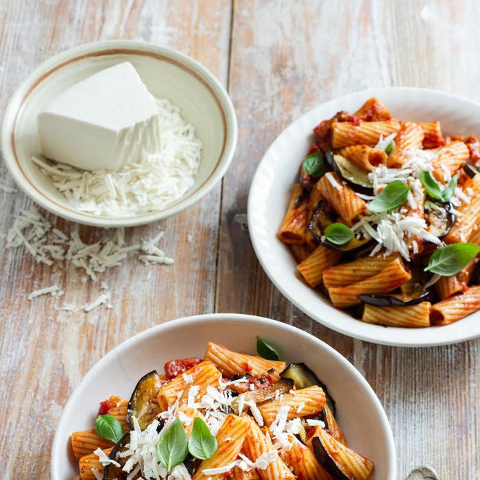 Pasta alla norma - sycylijski makaron z bakłażanem i pomidorami