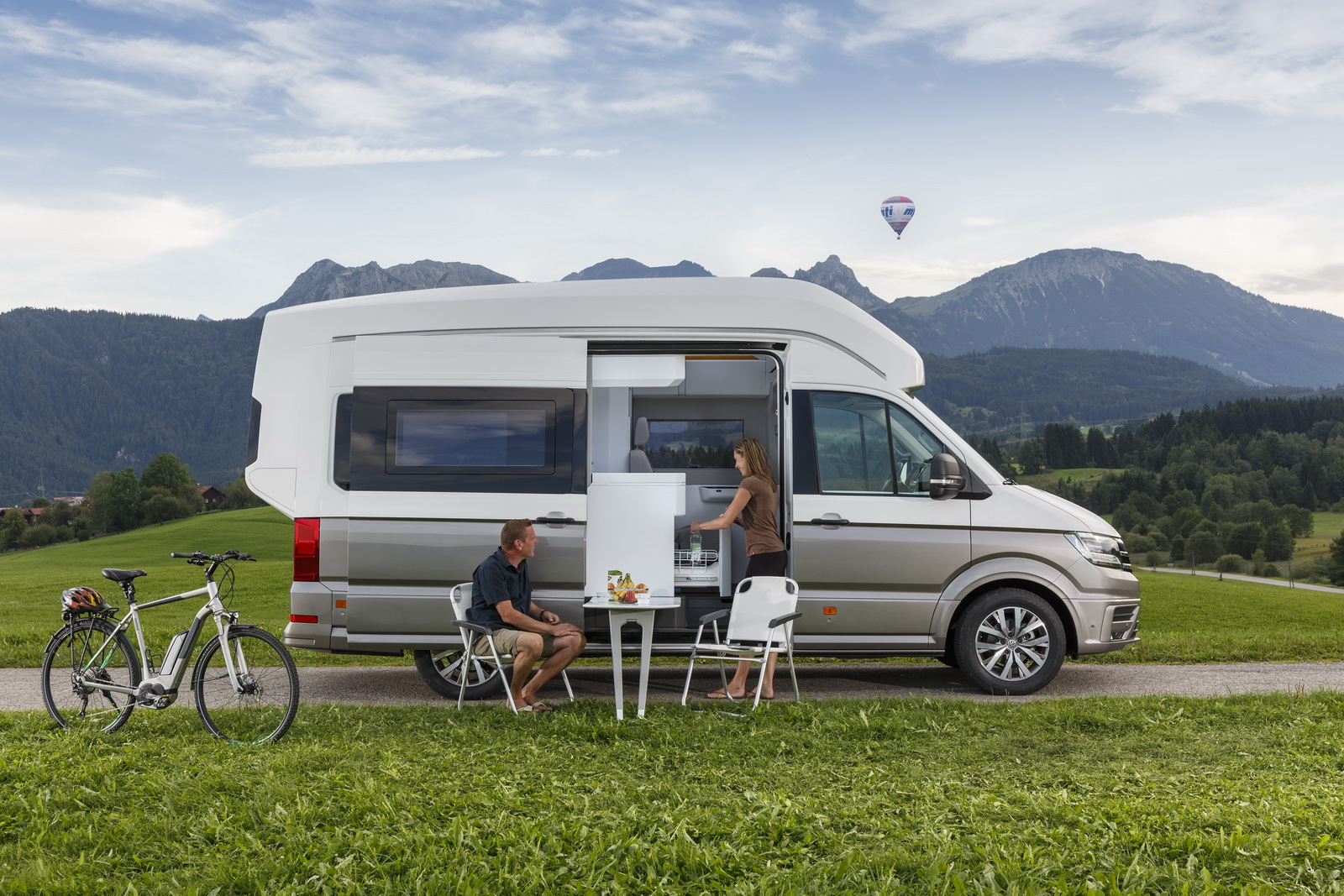 Rv Mercedes >> VW California XXL Concept Is Big Camper Van For Globetrotters [41 Pics] | Carscoops