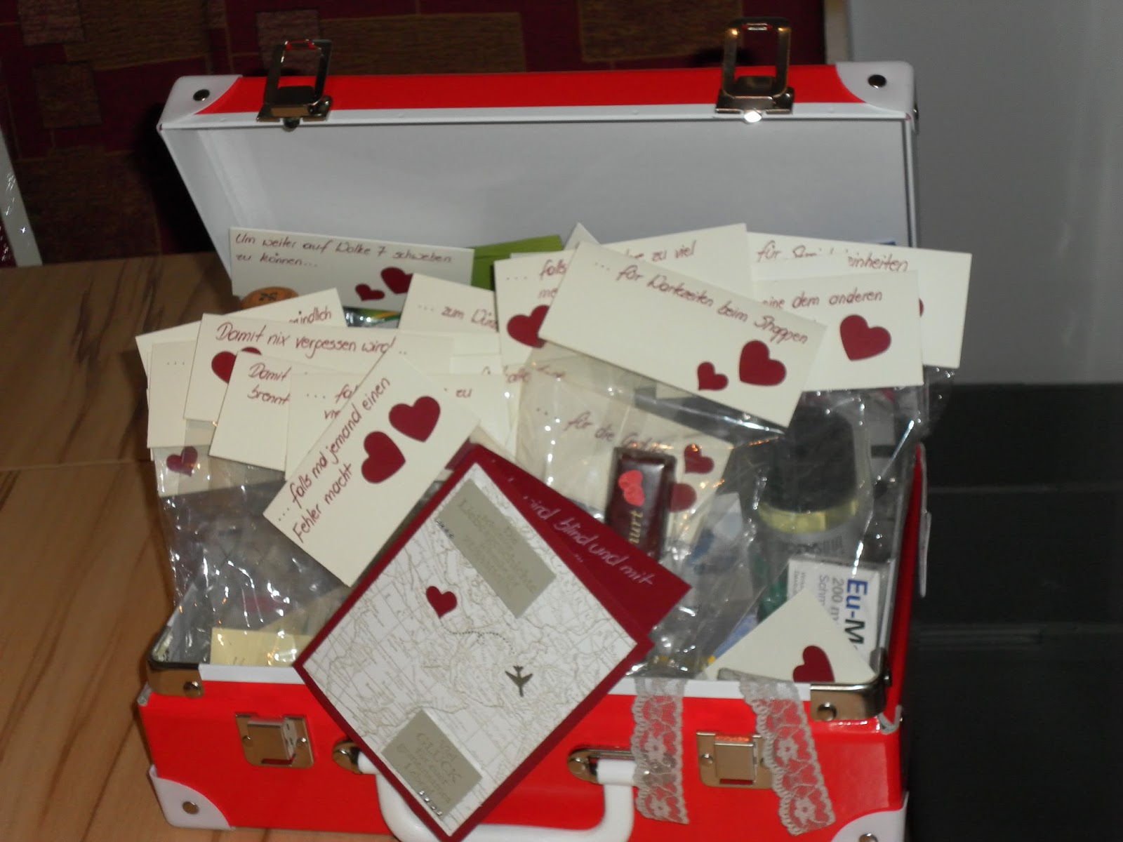 kuchenjunkie mit etwas versp tung hier nun das geschenk zur hochzeit. Black Bedroom Furniture Sets. Home Design Ideas