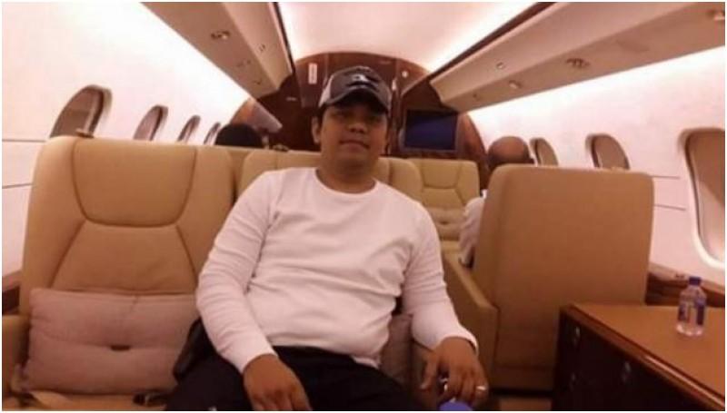 Kabag Umum Pemko Medan M Andi Syahputra dalam jet pribadi