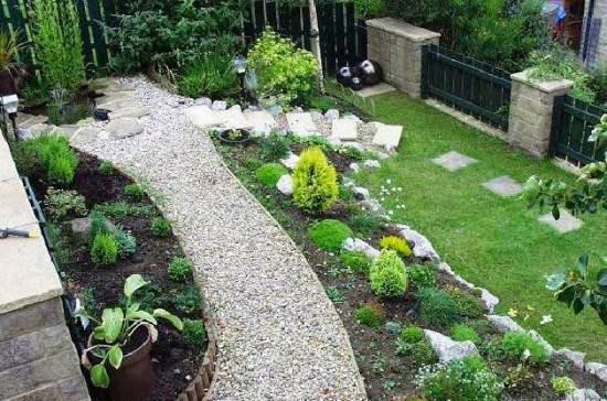 Model taman belakang rumah untuk rumah minimalis