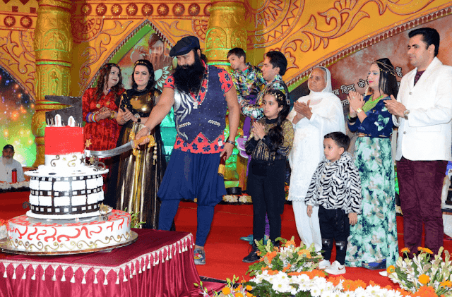 Gurmeet Ram Rahim Insan Dera Sacha Sauda Sirsa With Family HD Wallpaper Picture & Photo