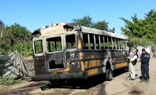 Narcoviolencia deja bloqueos y autobuses incendiados en Navolato Sinaloa