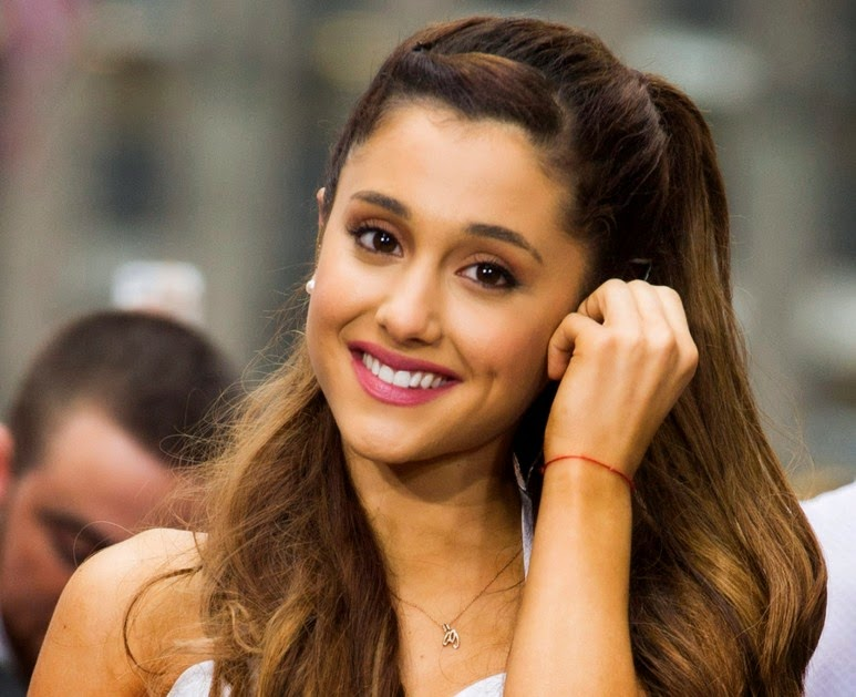 Ariana Grande Best Smile Collections All About Photo