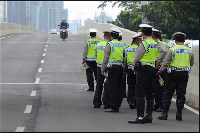 Zara menghindari razia polisi