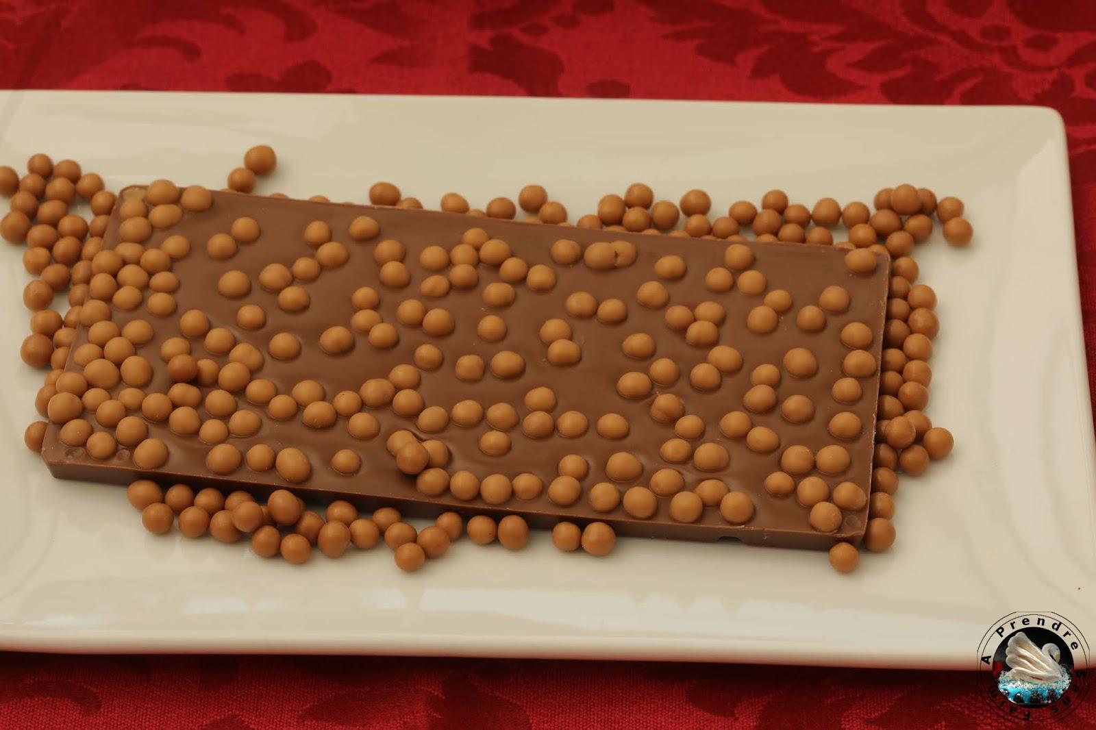 Tablette de chocolat au lait aux billes de céréales caramel au beurre salé