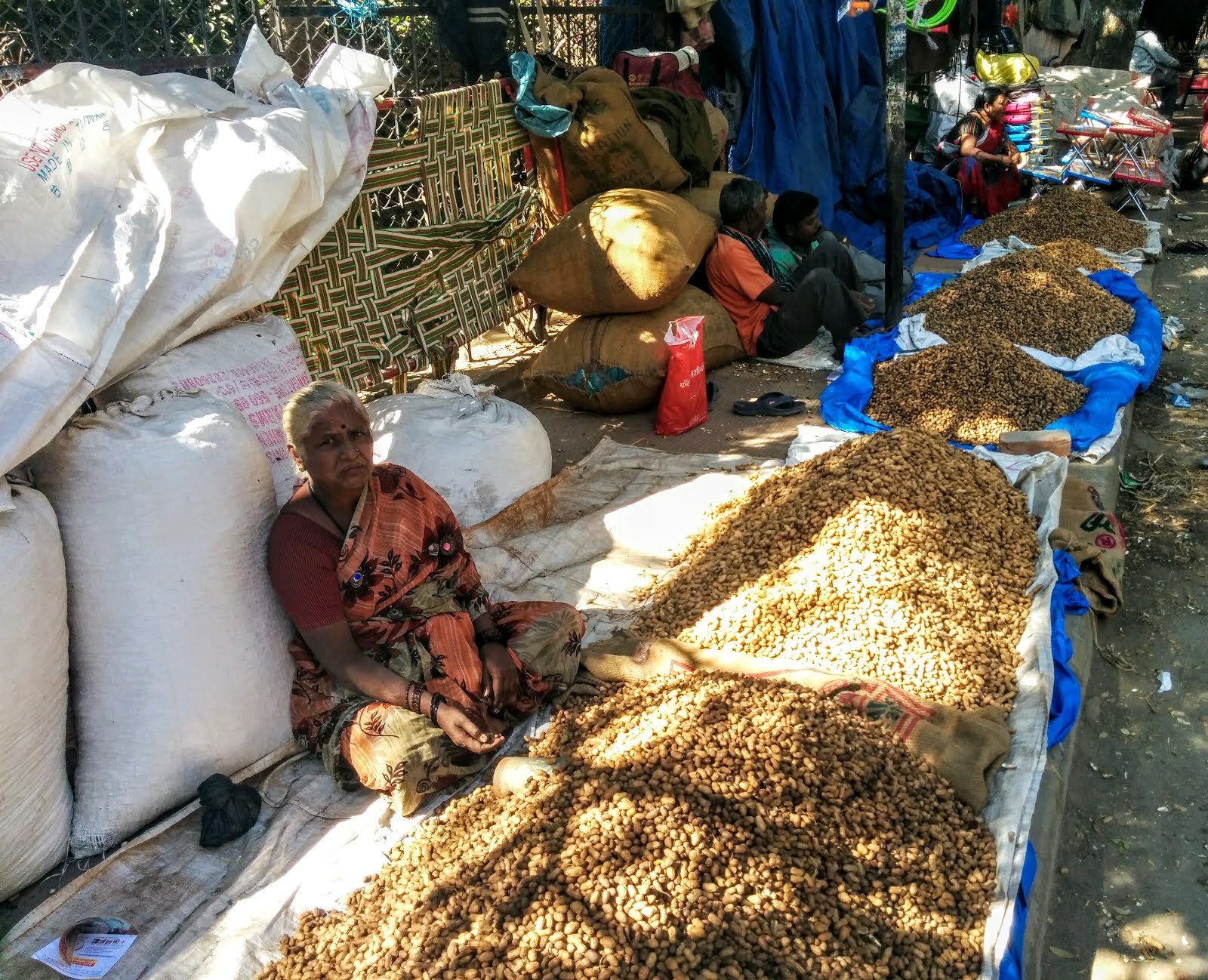 Groundnut vendor at Kadalekai Parishe