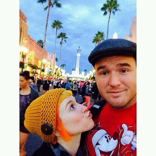 hayley-williams-and-chad-gilbert-2017