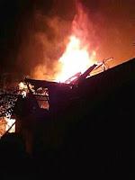 Dari KLU, Bupati Tinjau Korban Kebakaran di Desa Talabiu