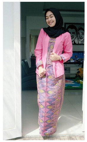 Jadikan Style Fashion Hijab Modern Terbaru Ala Ria Ricis Sebagai Inspirasimu