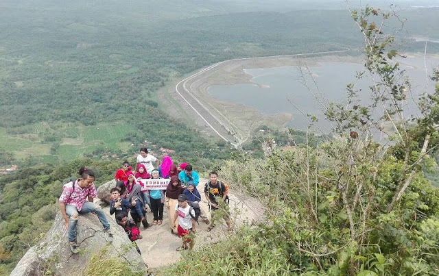 Backpacker Karawang di Gunung Haur