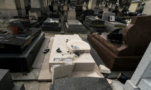 """Desperate Venezuelans Looting Cemeteries, Rotten Corpses for Jewelry"""