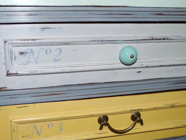 cajones-mesilla-vintage-decapado-estarcido