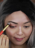 Highlight the eyes with #whitepeach color to brow bone