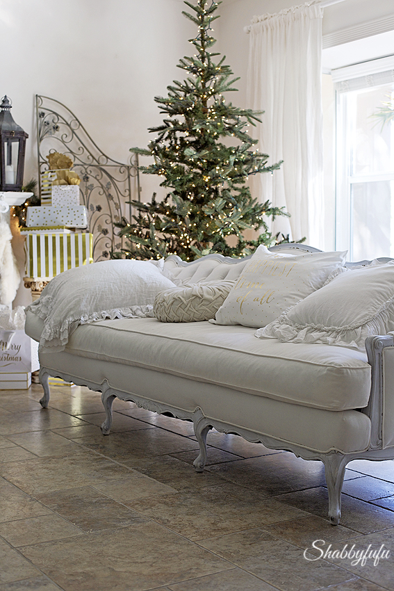vintage French tufted sofa in a christmas decor/shabbyfufublog.com