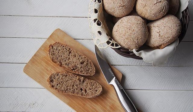 Bułki pszenno-żytnie na zakwasie (lub chleb)