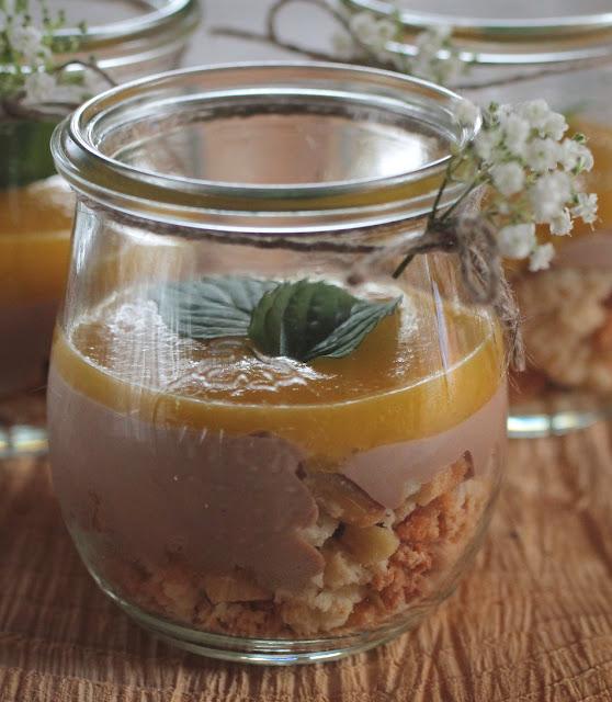 cantuccini schoko mango dessert im glas serviert tortenschlaraffenland. Black Bedroom Furniture Sets. Home Design Ideas