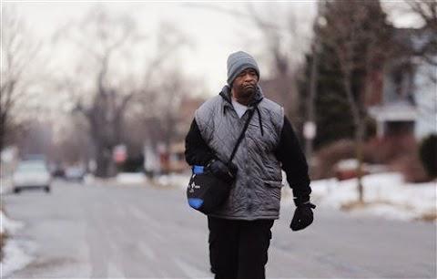 Hombre Camina 21 Millas Diariamente Para Trabajar