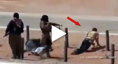Impressionante: Prestes a ser executado, refém toma arma e mata terrorista do ISIS. Veja o vídeo