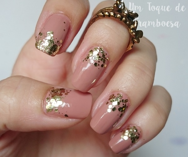 Esmalte nude e glitter Essie Rock at the Top