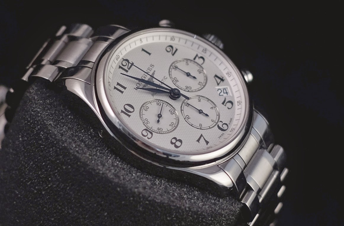 Все часы оснащены механизмом с автоподзаводом, различные модели в линейке имеют множество функции и дополнительных усложнений.