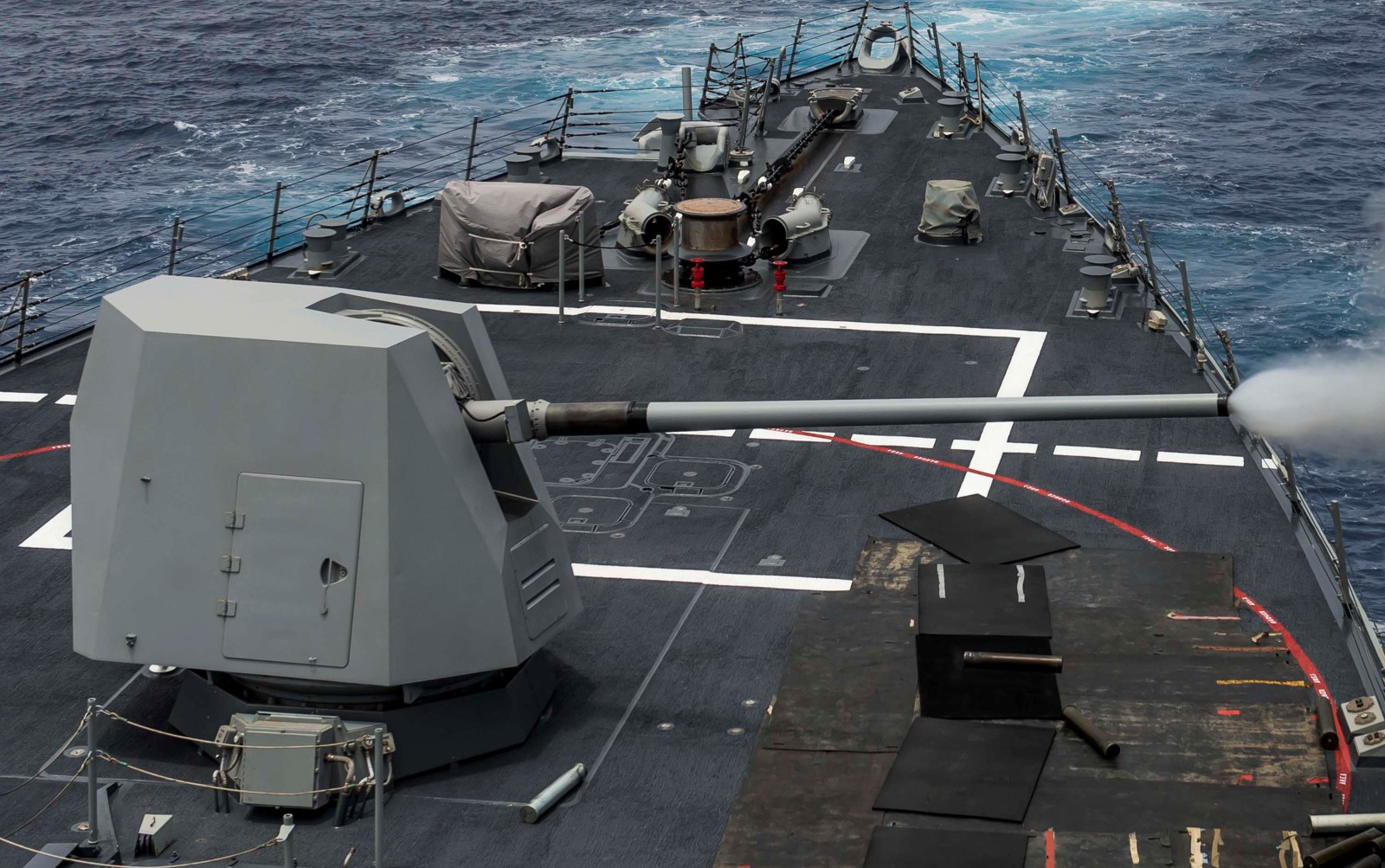 الطراد الأمريكي تايكندروجا Mk-45-gun-061