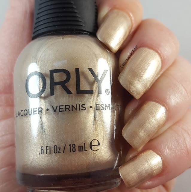 Pale-gold-metallic-nail-polish