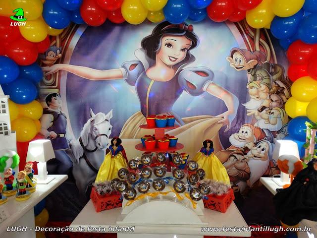 Mesa decorada de aniversário Branca de Neve