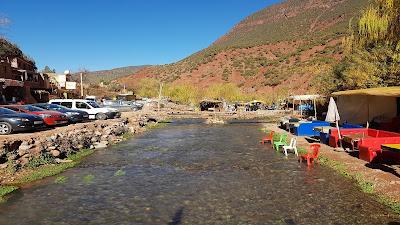 Mangiare in mezzo ad un fiume (Ourika, Marocco)
