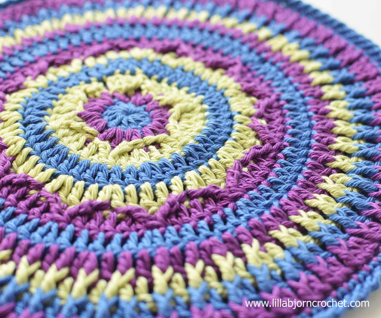 Northern Lights Potholder. A very easy to follow FREE pattern by Lilla Bjorn Crochet