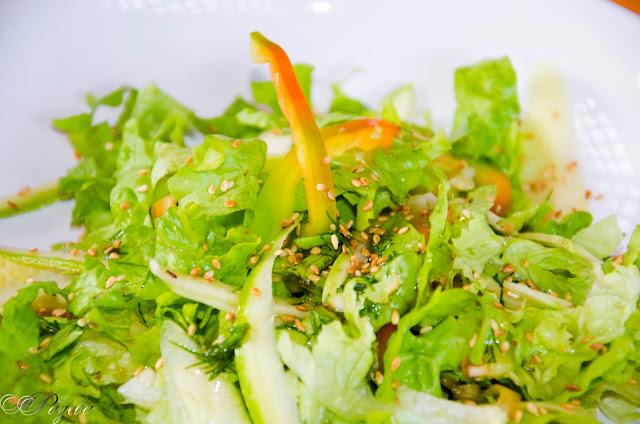 Салата-от-марули-и-пресни-тиквички-Salad-with-fresh-zucchini